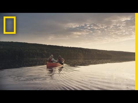 왜 카누를 타는 것이 자연과 연결되기 위한 아름다운 방법인지 보아라