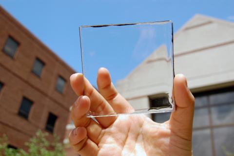 [사이언스타임즈] 투명 태양광 패널에 '시선집중'
